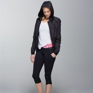 🆕Lululemon Chase Me Crop II in Black/Secret